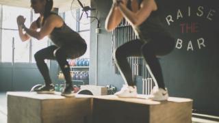 Ragazze eseguono un Box Jump