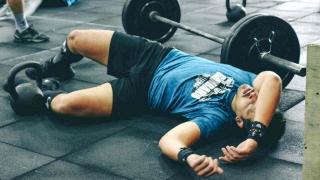 Atleta distrutto dopo l'allenamento