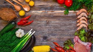 Tavolo con alimenti sani