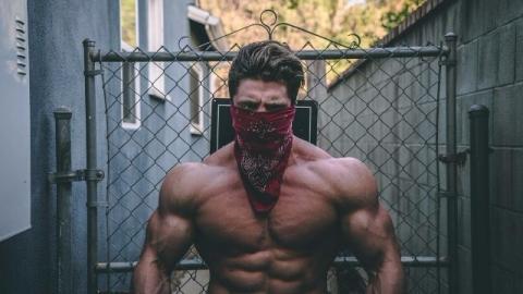 Bodybuilder con bandana