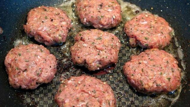 Hamburger cotti in padella