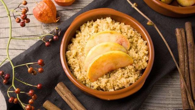 Quinoa con mela e cannella