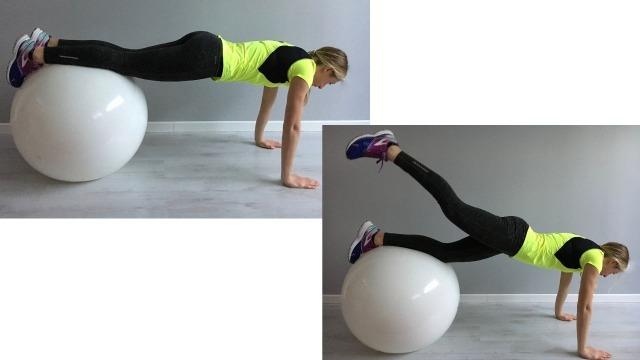 Sabrina Galimberti esegue un Plank con estensione della gamba su Fitball