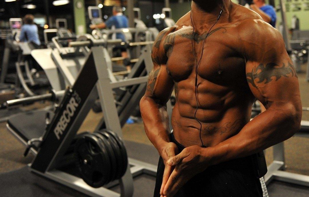 Posa con contrazione muscolare